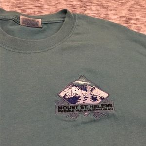 Embroidered mt St. Helens tshirt 2/$25